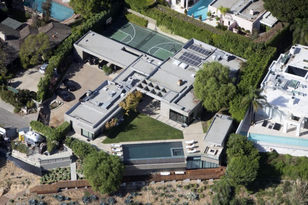 What Are Some of the Most Noteworthy Celeb Homes on the Hollywood Tour?